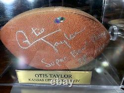 Chefs Superbowl 4 Champs 1969 Otis Taylor Signé Football