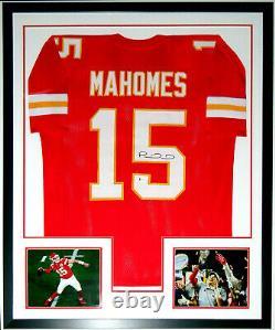 Patrick Mahomes Autographed Chiefs Super Bowl Jersey Beckett Bas Coa Encadré 8x10