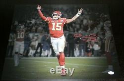 Patrick Mahomes Signe Kansas City Chiefs Super Bowl LIV Bras En L'air 16x20 Photo Jsa